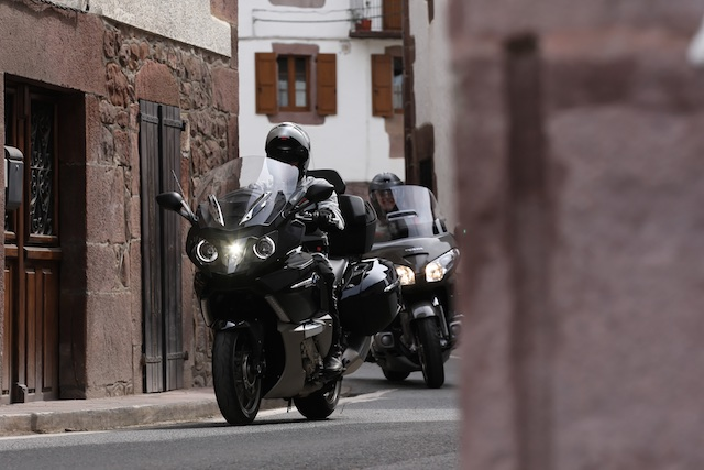 BMW K1600GTL vs HONDA Gold Wing_ 1_2011-04-02_3307