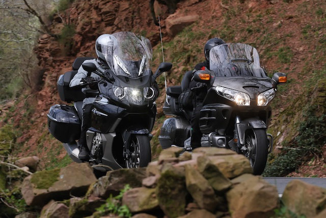 BMW K1600GTL vs HONDA Gold Wing_ 2_2011-04-02_3308