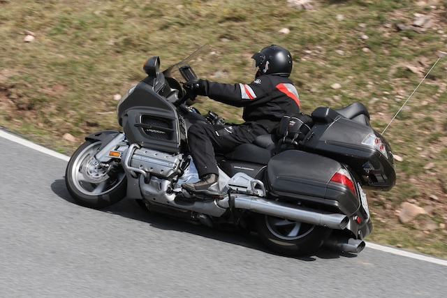 BMW K1600GTL vs HONDA Gold Wing_ 3_2011-04-02_3309