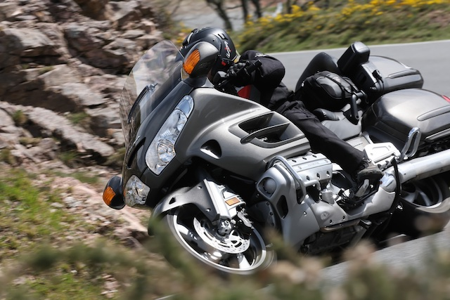 BMW K1600GTL vs HONDA Gold Wing_ 4_2011-04-02_3310
