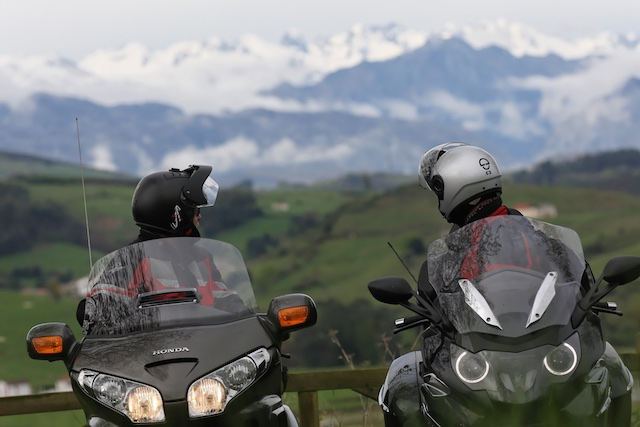 BMW K1600GTL vs HONDA Gold Wing_ 7_2011-04-03_3313