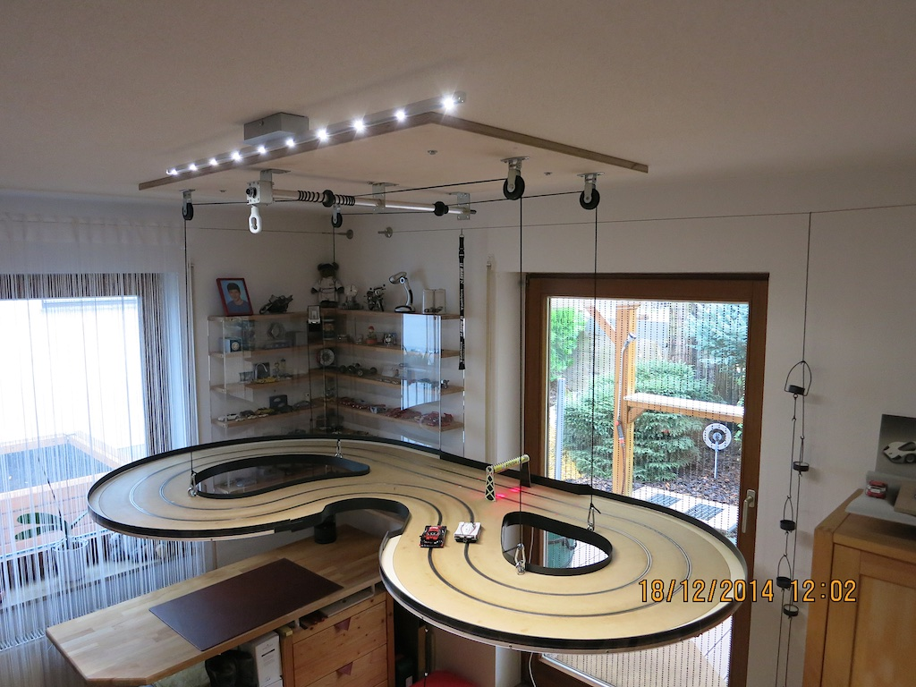 slot 05 rennbahn an die decke cede. Black Bedroom Furniture Sets. Home Design Ideas